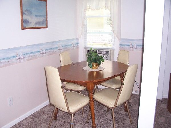 Beach House cottage dining room