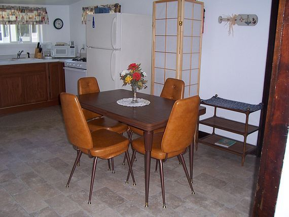 Boater's Cove cottage dining room