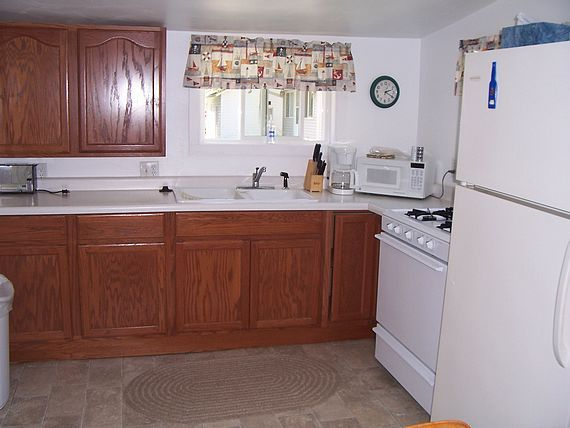 Boater's Cove cottage kitchen